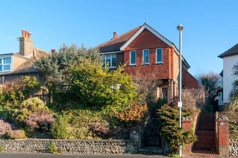 4 Bedrooms House for sale in Chyngton Road, Seaford, BN25 4HA