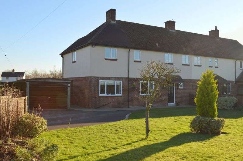 4 Bedrooms Semi Detached House for sale in Gigg Lane, Buckhorn Weston