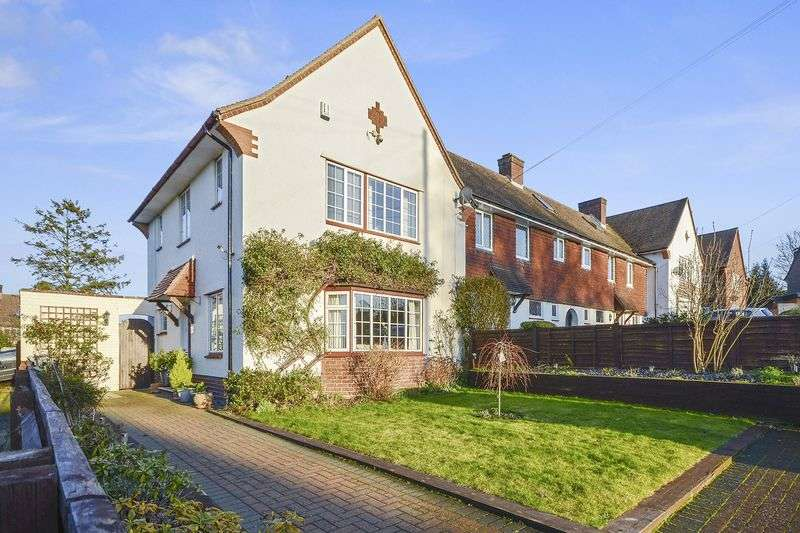 3 Bedrooms Semi Detached House for sale in Parkwood Close, Banstead