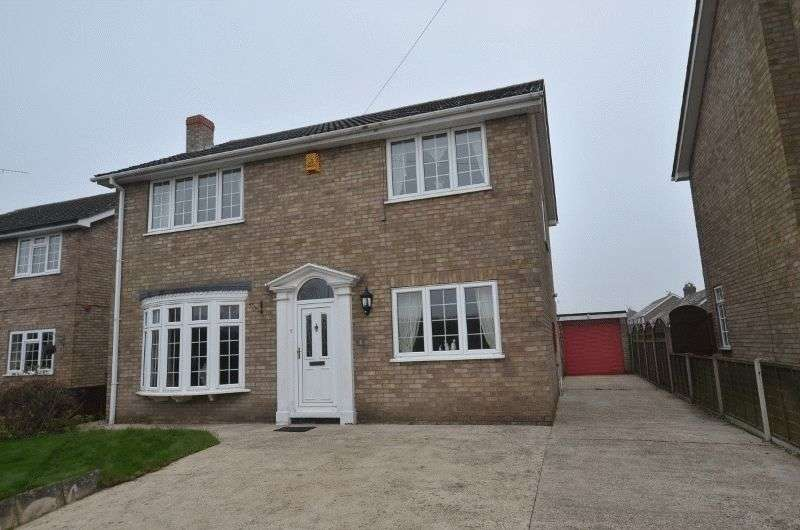 4 Bedrooms Detached House for sale in School Drive, Messingham, Scunthorpe
