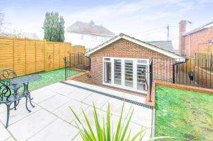 2 Bedrooms Bungalow for sale in The Old Stables, Baker Street, Uckfield