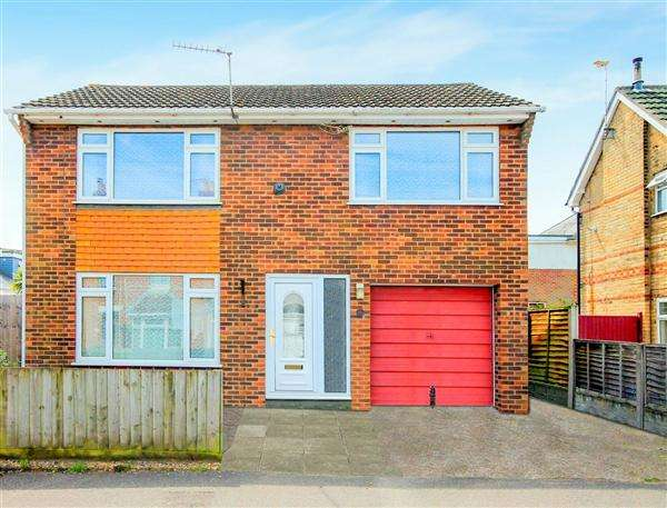 3 Bedrooms Detached House for sale in Cecil Road, Parkstone, Poole