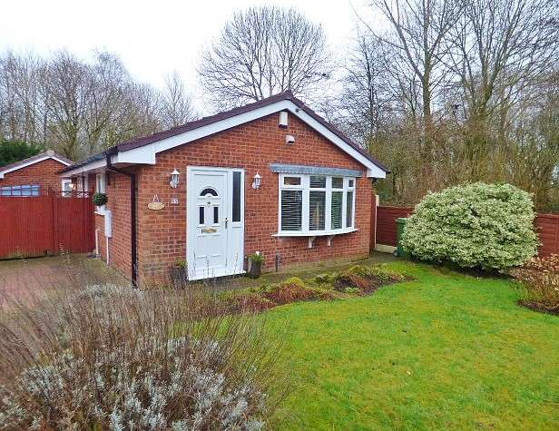 2 Bedrooms Detached Bungalow for sale in Livingstone Close, Old Hall, Warrington