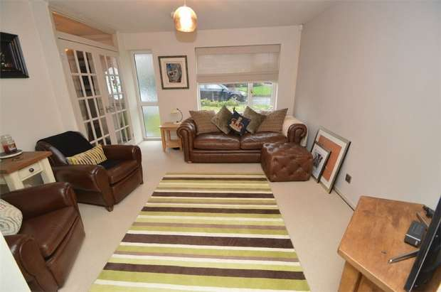 3 Bedrooms Semi Detached House for sale in Hendham Close, Hazel Grove, Stockport, Cheshire
