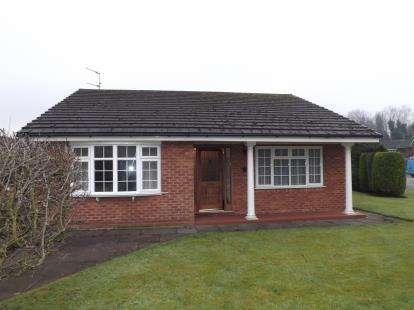 3 Bedrooms Bungalow for sale in Haydock Park Gardens, Newton-Le-Willows, Merseyside