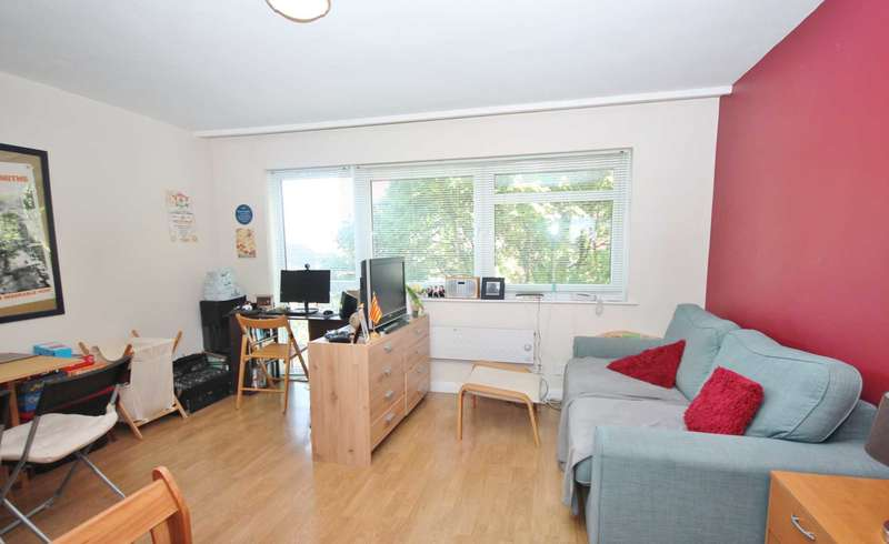 Studio Flat for sale in Coombe Road, New Malden