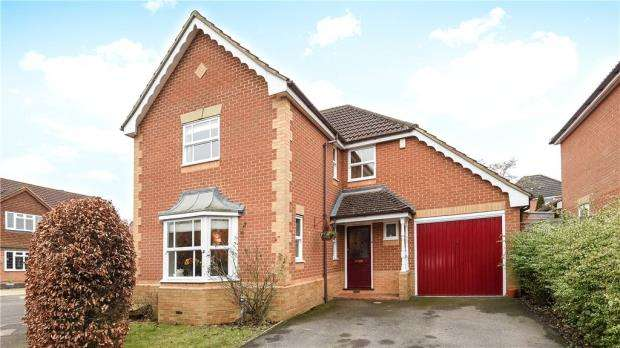 4 Bedrooms Detached House for sale in Cornwall Close, Warfield