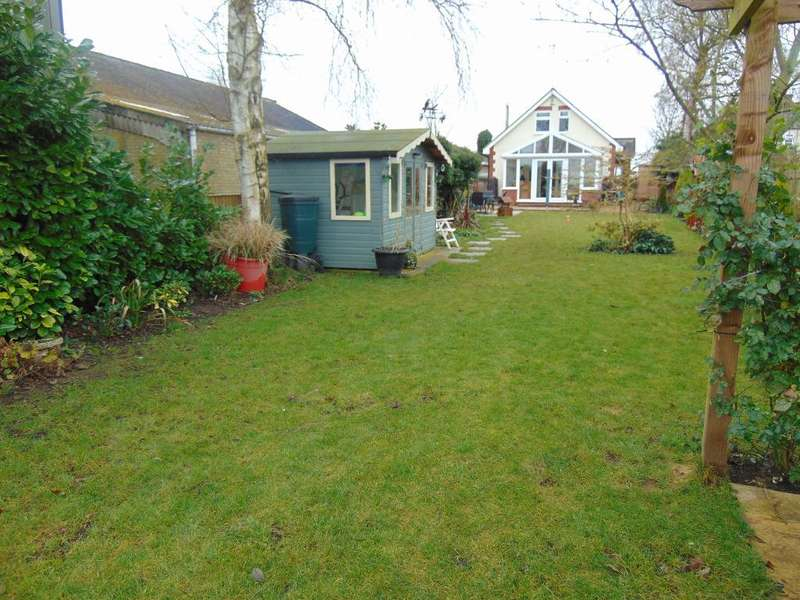 3 Bedrooms Detached House for sale in Hollycroft Road, Emneth, Wisbech, Cambs, PE14 8BB