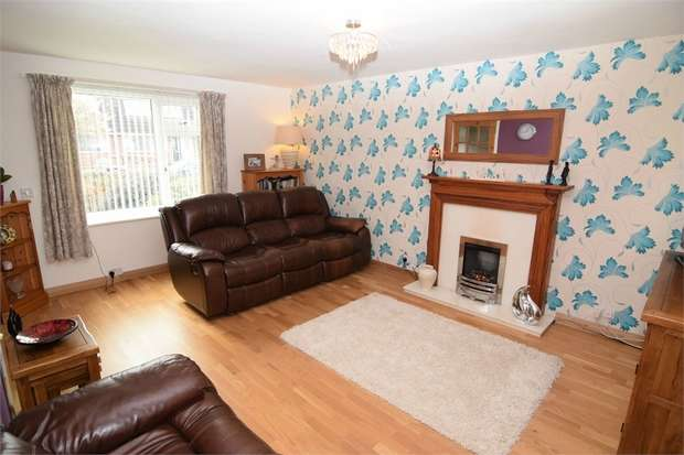 3 Bedrooms Detached House for sale in Hampton Close, Neston, Cheshire