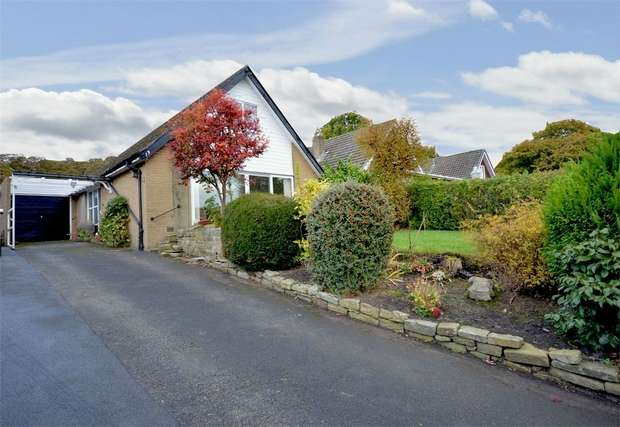4 Bedrooms Detached Bungalow for sale in Woodroyd Avenue, Honley, HOLMFIRTH, West Yorkshire