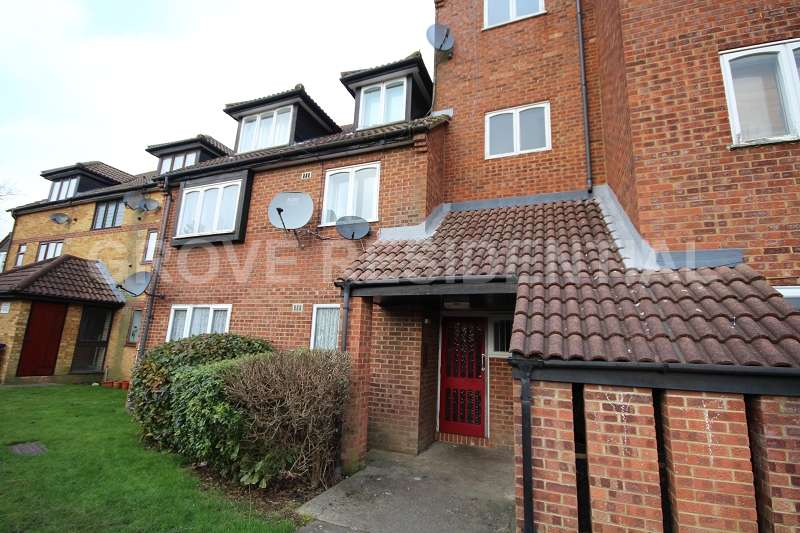 1 Bedroom Ground Flat for sale in Springwood Crescent, Edgware, Greater London. HA8 8SE