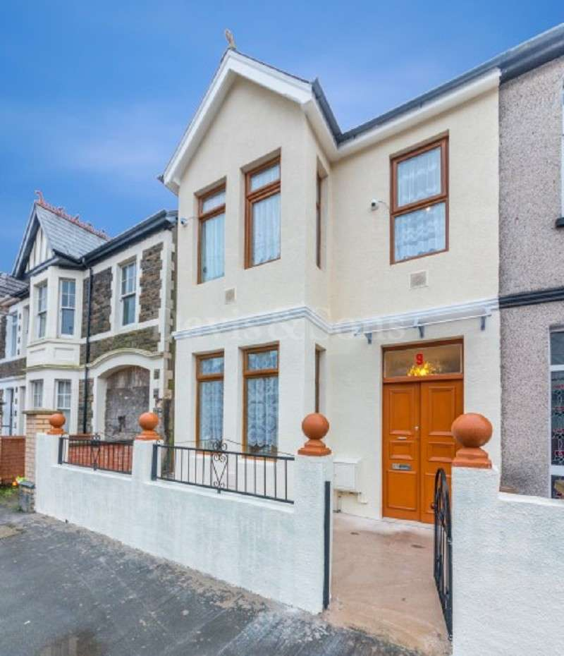 3 Bedrooms End Of Terrace House for sale in Milman Street, Off Mendalgief Road, Newport. NP20 2HQ