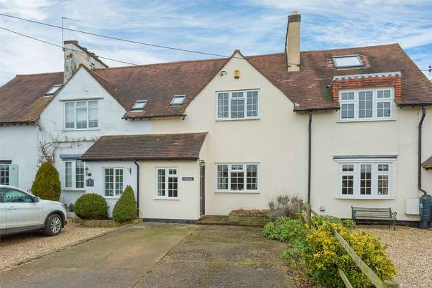 3 Bedrooms Cottage House for sale in Hornhill Cottages, Roberts Lane, Chalfont St Peter, Buckinghamshire