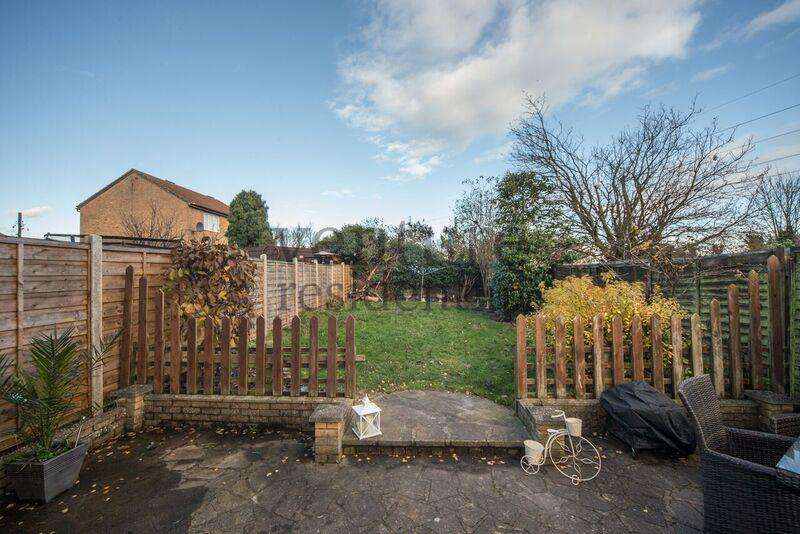 3 Bedrooms Semi Detached House for sale in Conway Close, Houghton Regis, Bedfordshire, LU5 5SD