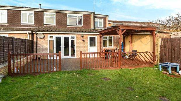 4 Bedrooms Semi Detached House for sale in Colemans Moor Road, Woodley, Reading