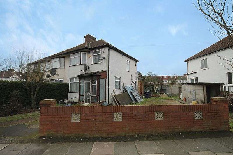 3 Bedrooms Semi Detached House for sale in Cornwall Avenue, Southall