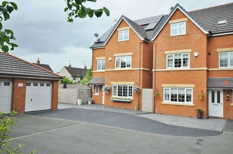 4 Bedrooms Detached House for sale in Woodbank Court, Wrexham