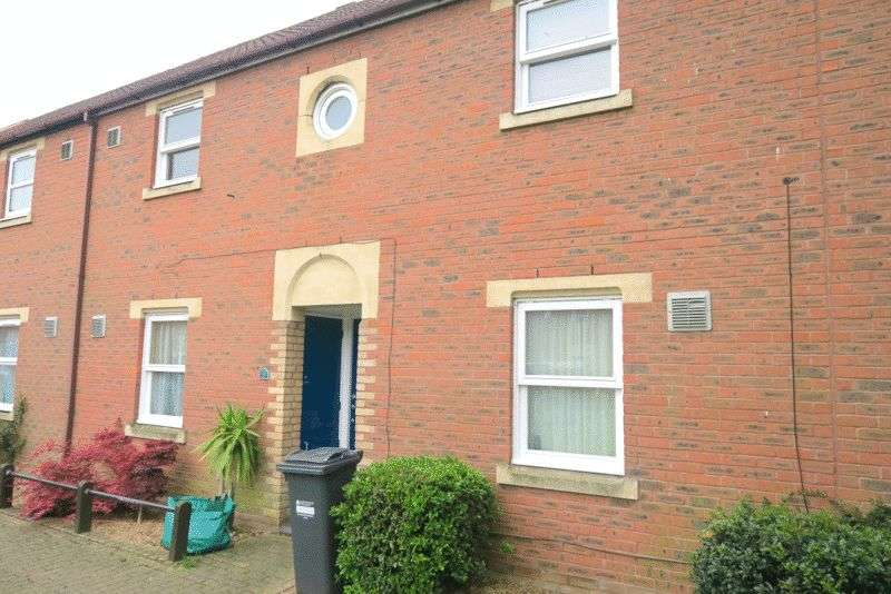 2 Bedrooms Terraced House for sale in Routh Court, Bedfont