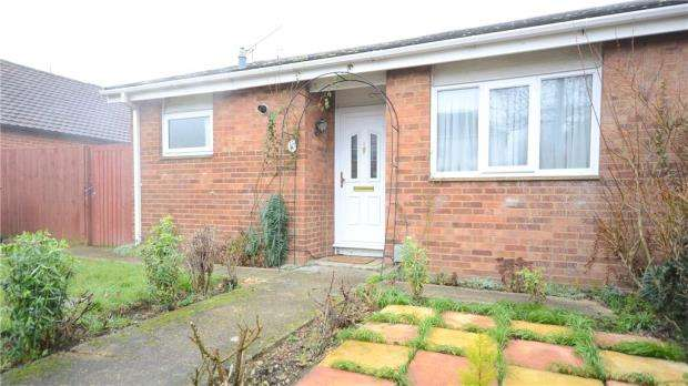 2 Bedrooms Semi Detached Bungalow for sale in Elm Road, Reading, Berkshire