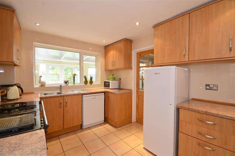 3 Bedrooms Detached House for sale in Harman Avenue, Lympne, Kent