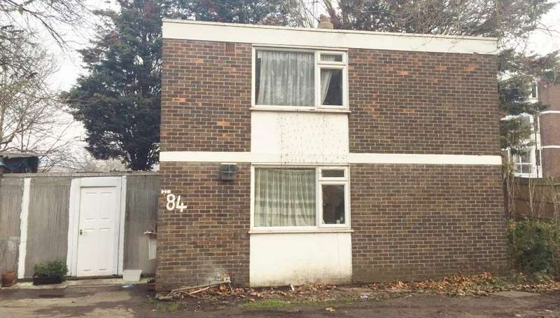 Detached House for sale in Ravensbourne Park, Catford, London, SE6 4YA