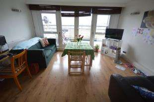 2 Bedrooms Flat for sale in Greenwich Heights, Master Gunner Place, Woolwich, London