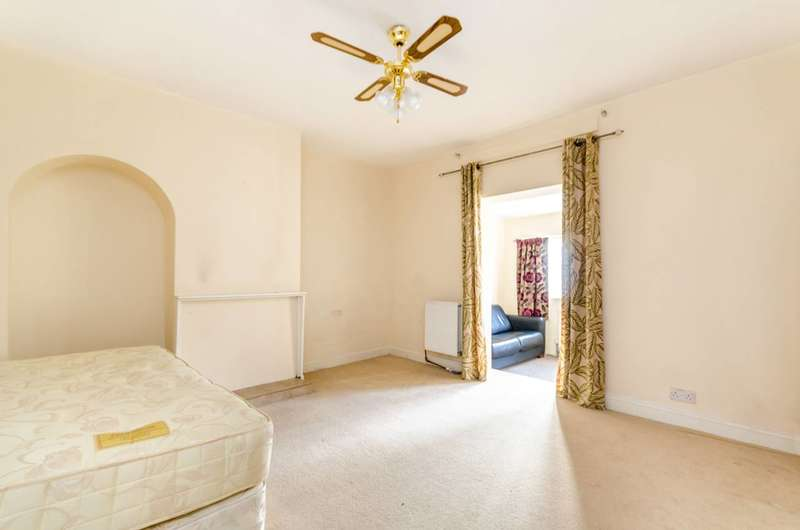 3 Bedrooms Terraced House for sale in Keedonwood Road, Bromley, BR1