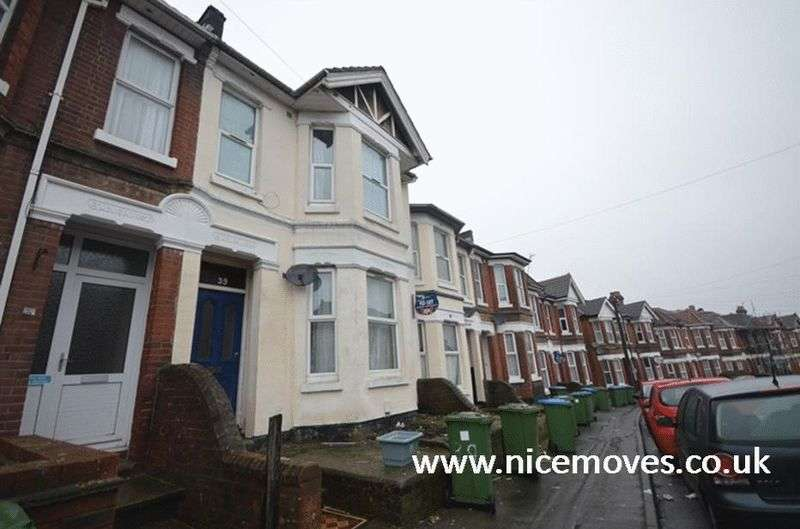 7 Bedrooms Terraced House for rent in Tennyson Road, Southampton - 7 Bed Student Let offered Fully Furnished