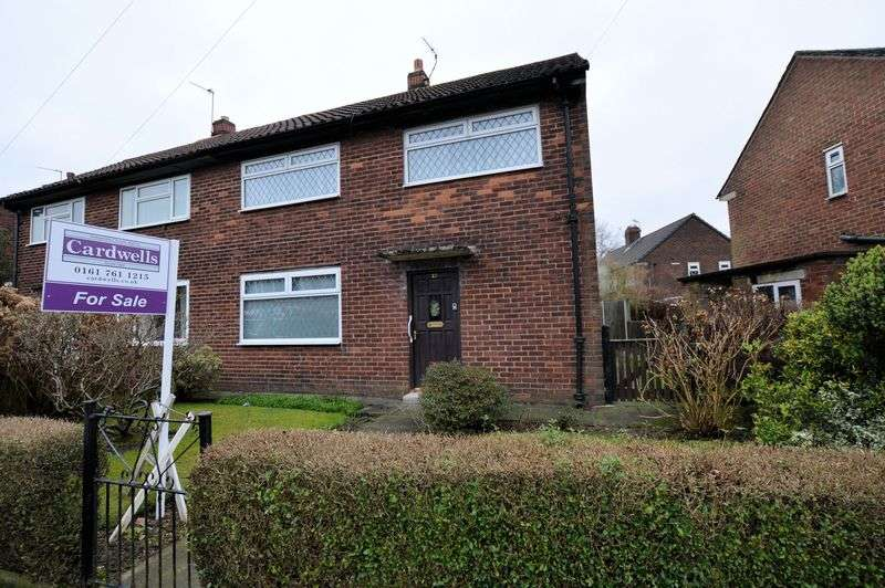 2 Bedrooms Semi Detached House for sale in Burns Avenue, Bury
