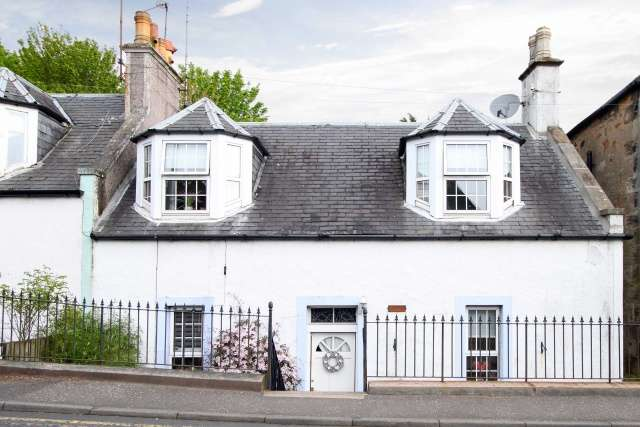 3 Bedrooms Cottage House for sale in 3 Largo Road, Lundin Links, Fife, KY8 6DG