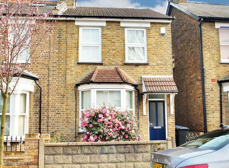 3 Bedrooms Semi Detached House for sale in Acacia Road, Enfield