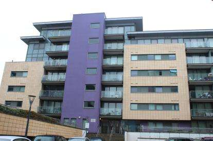 2 Bedrooms Flat for sale in Albert Basin Way, London, England