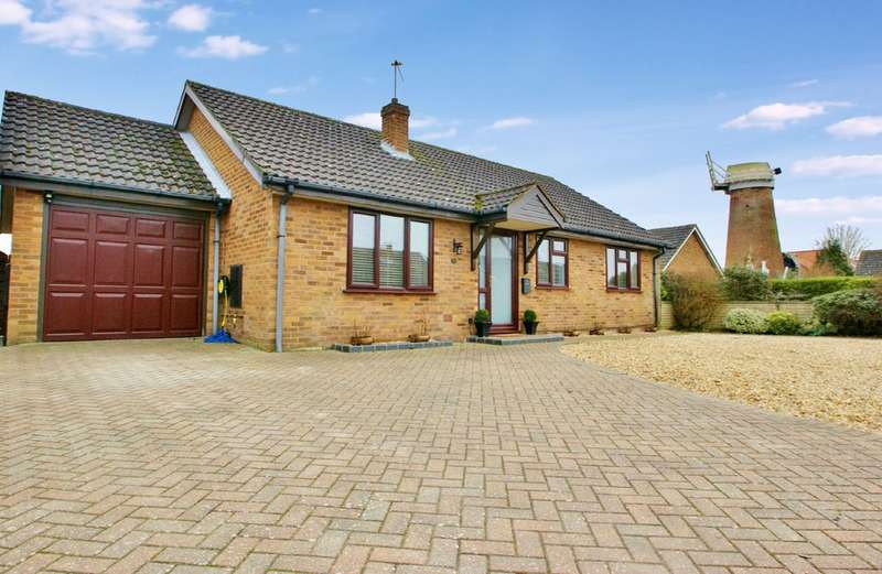 3 Bedrooms Detached Bungalow for sale in Millers Way, Horsford