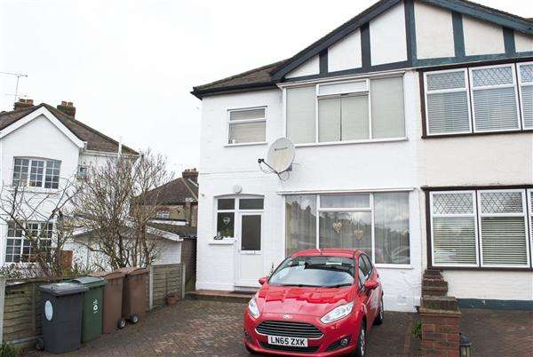 3 Bedrooms End Of Terrace House for sale in Middleton Avenue, Chingford