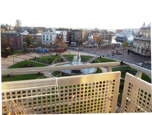 2 Bedrooms Apartment Flat for sale in Queens Court, Dock Street, Hull, HU1 3DL
