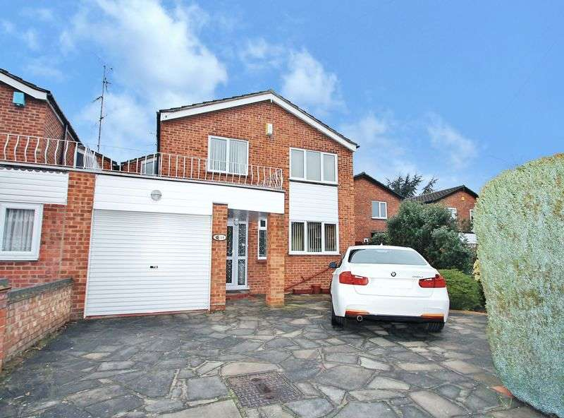 4 Bedrooms Detached House for sale in Mayflower Close, Southend-On-Sea