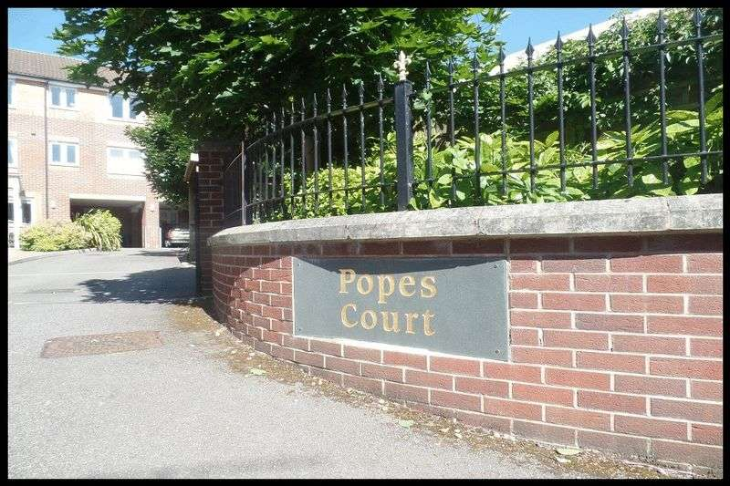 1 Bedroom Flat for sale in Popes Court, Central Totton