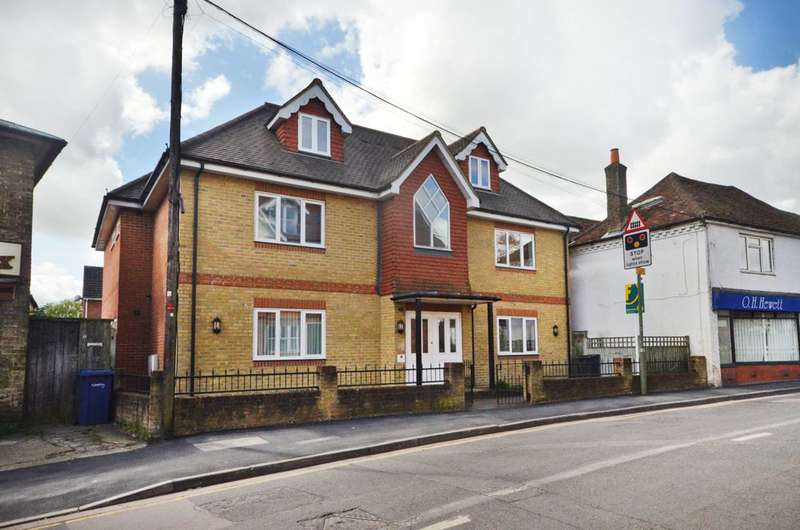 1 Bedroom Flat for sale in Farncombe Street, Farncombe, GU7