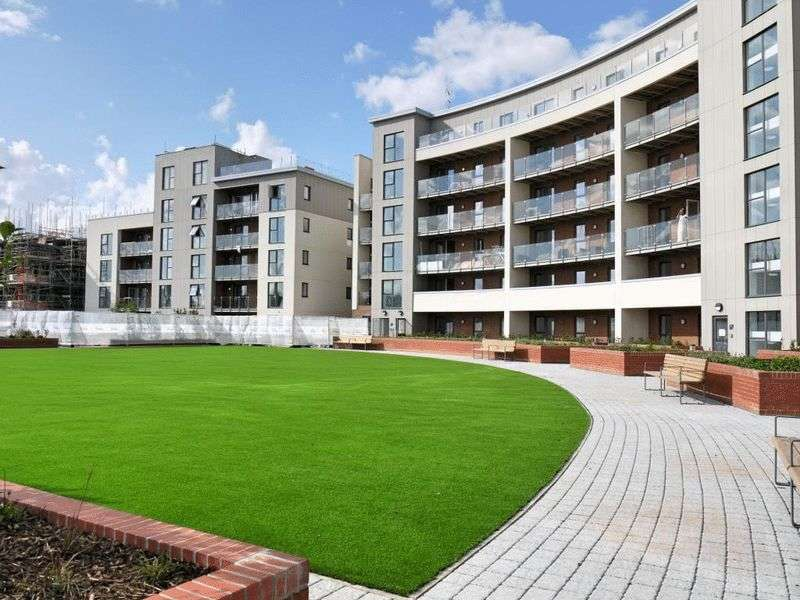 2 Bedrooms Flat for sale in Gemini Park, Borehamwood, WD6
