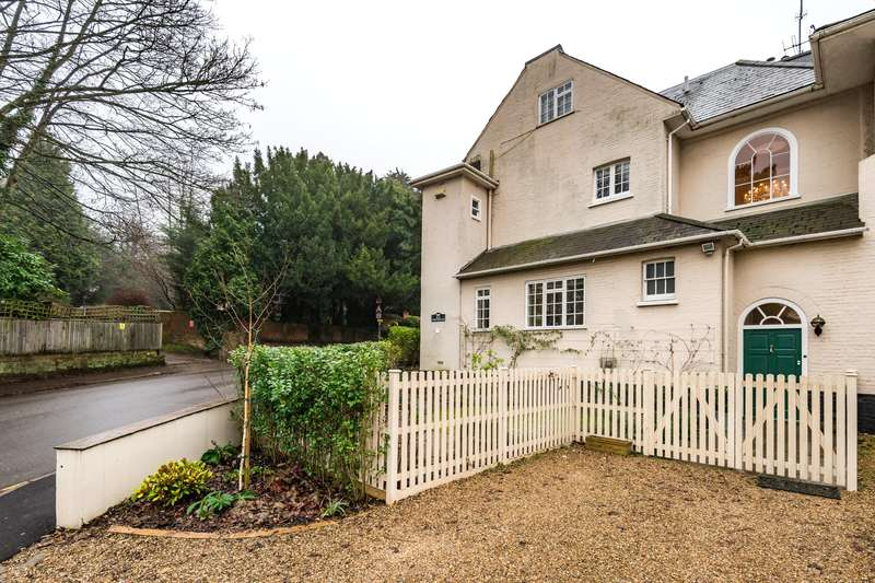 3 Bedrooms Semi Detached House for sale in Cherchefelle, Chart Lane, Reigate, Surrey, RH2