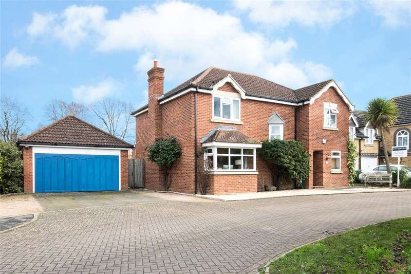4 Bedrooms Detached House for sale in Wessex Close, Thames Ditton, Surrey, KT7