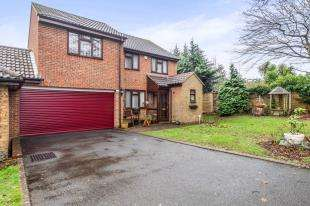4 Bedrooms Link Detached House for sale in Brockenhurst Close, Gillingham, Kent, Wigmore