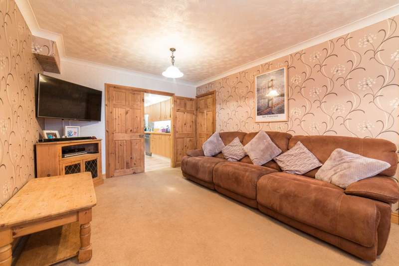 4 Bedrooms Semi Detached House for sale in Nash Mills, Hemel Hempstead
