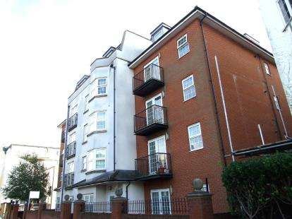 2 Bedrooms Flat for sale in 151 Alexandra Road, Southend-On-Sea, Essex