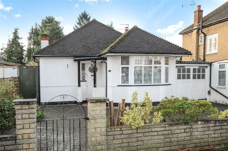 2 Bedrooms Bungalow for sale in Wimborne Drive, Pinner, Middlesex, HA5