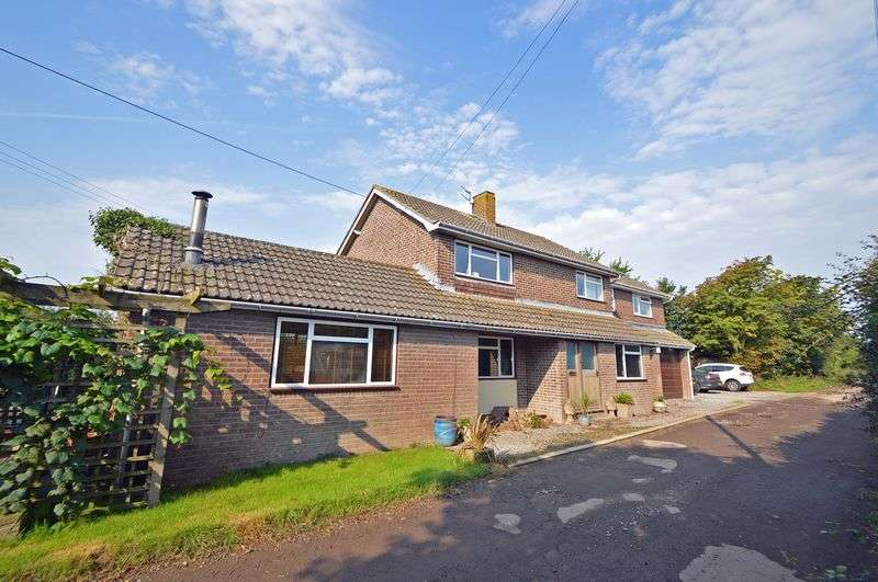 4 Bedrooms Detached House for sale in Semi rural location on the fringe of Clevedon