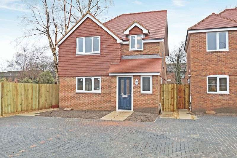 3 Bedrooms Detached House for sale in Southampton Road, Park Gate