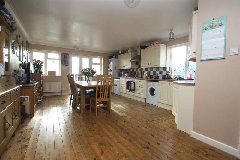 3 Bedrooms Semi Detached House for sale in Newbury Road, Ipswich