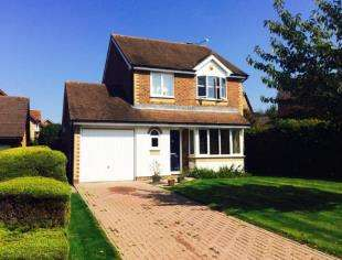 3 Bedrooms Detached House for sale in Lanyon Close, Horsham, West Sussex
