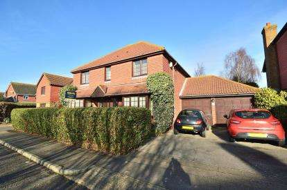 4 Bedrooms Detached House for sale in North Shoebury, Shoeburyness, Essex